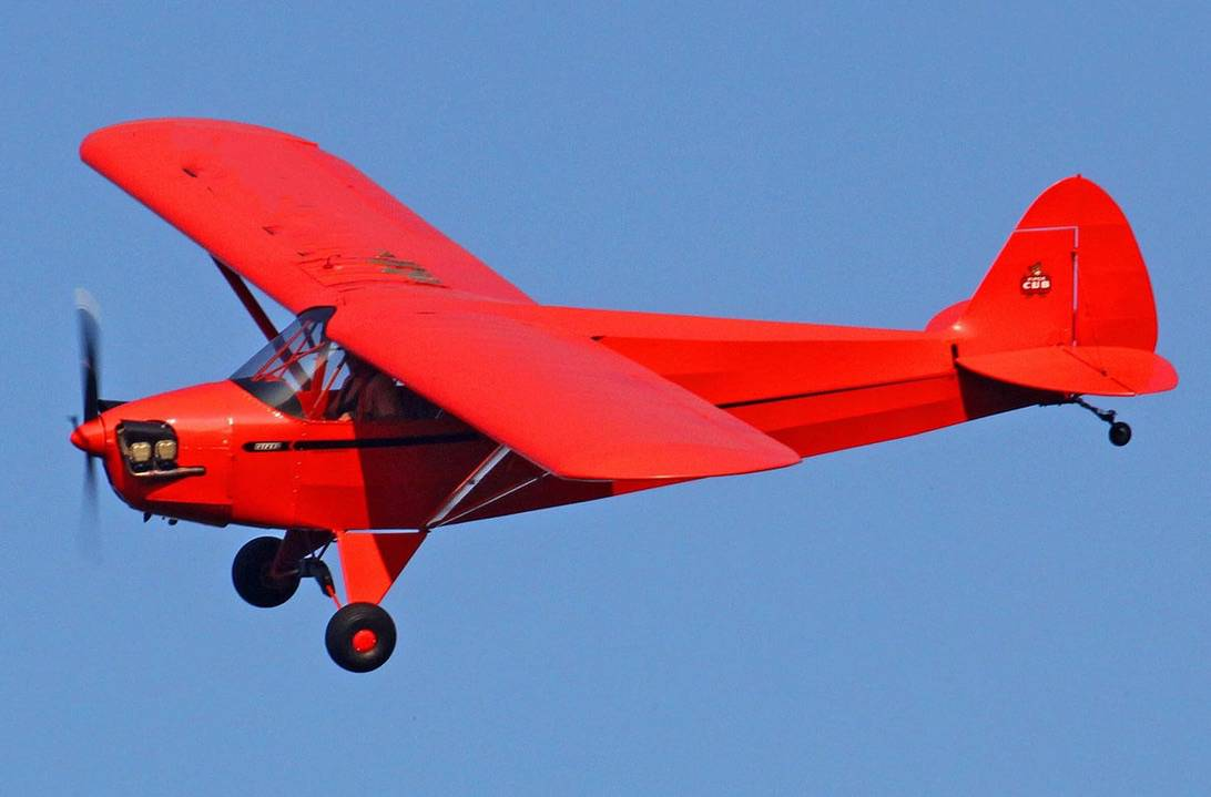 Piper Cub is an American Light aircraft built between 1938 and 1947 by Piper Aircraft.